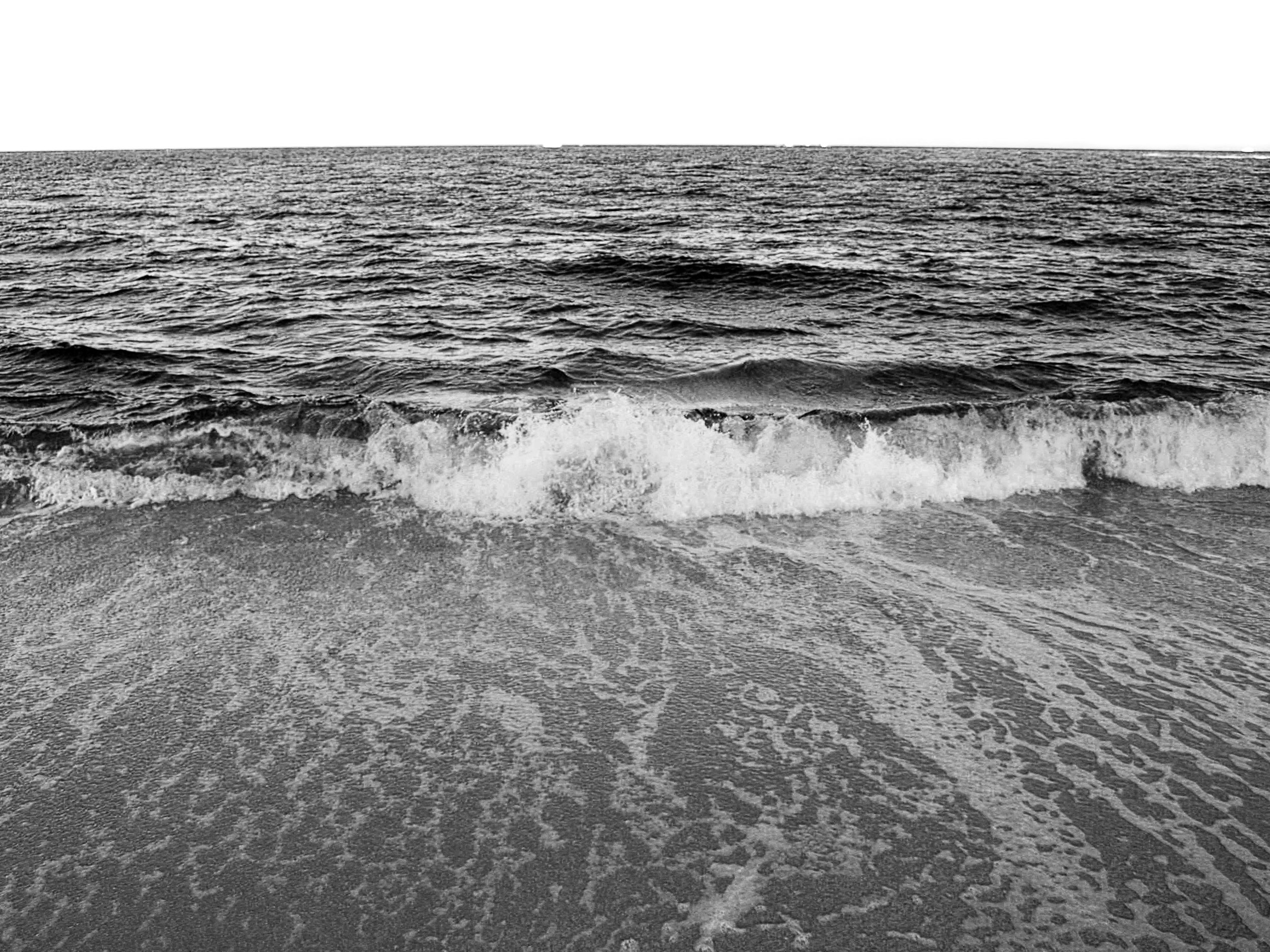 black_and_white_ocean_photography.JPG