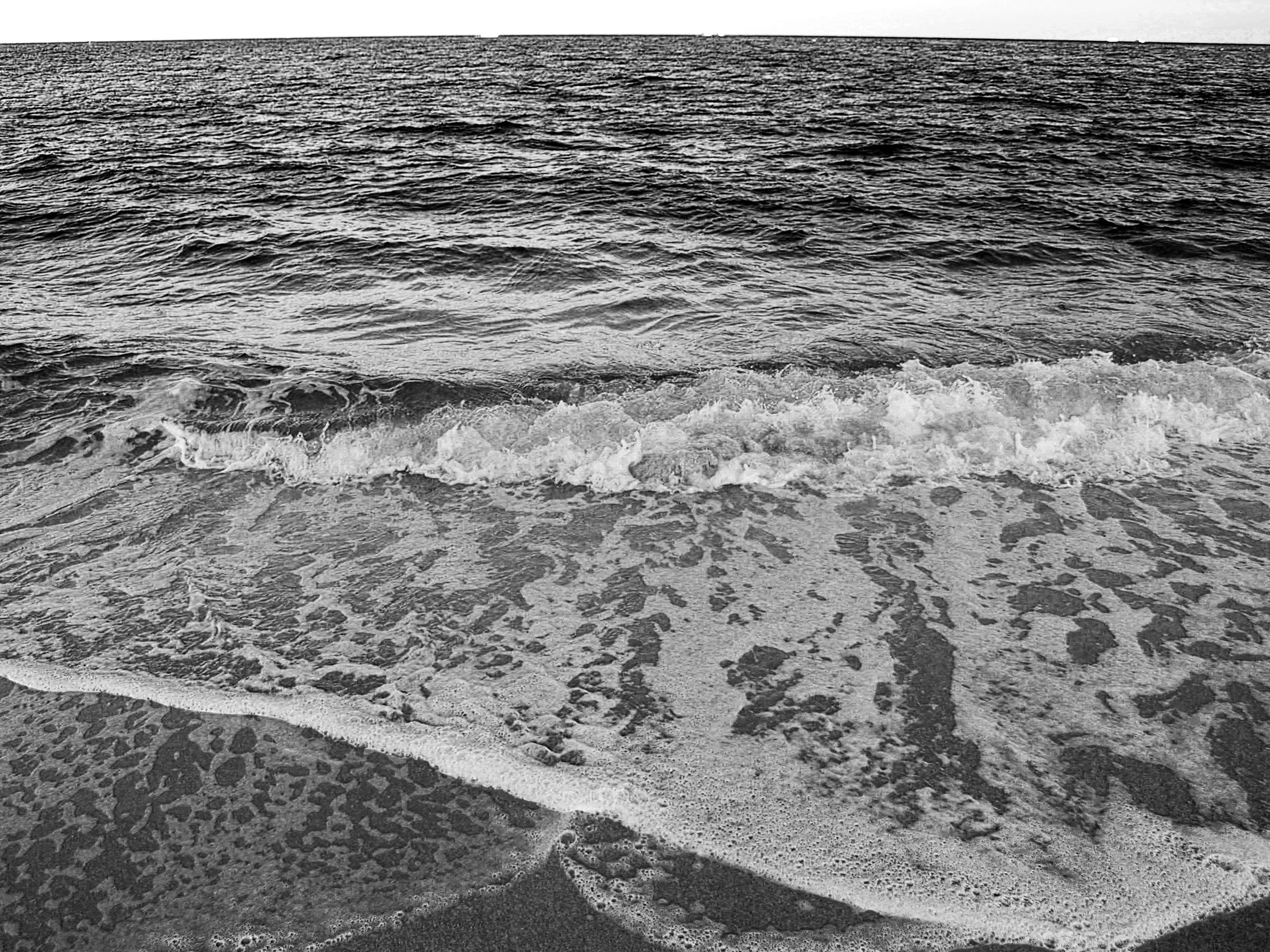 black_and_white_ocean_photography_2.JPG