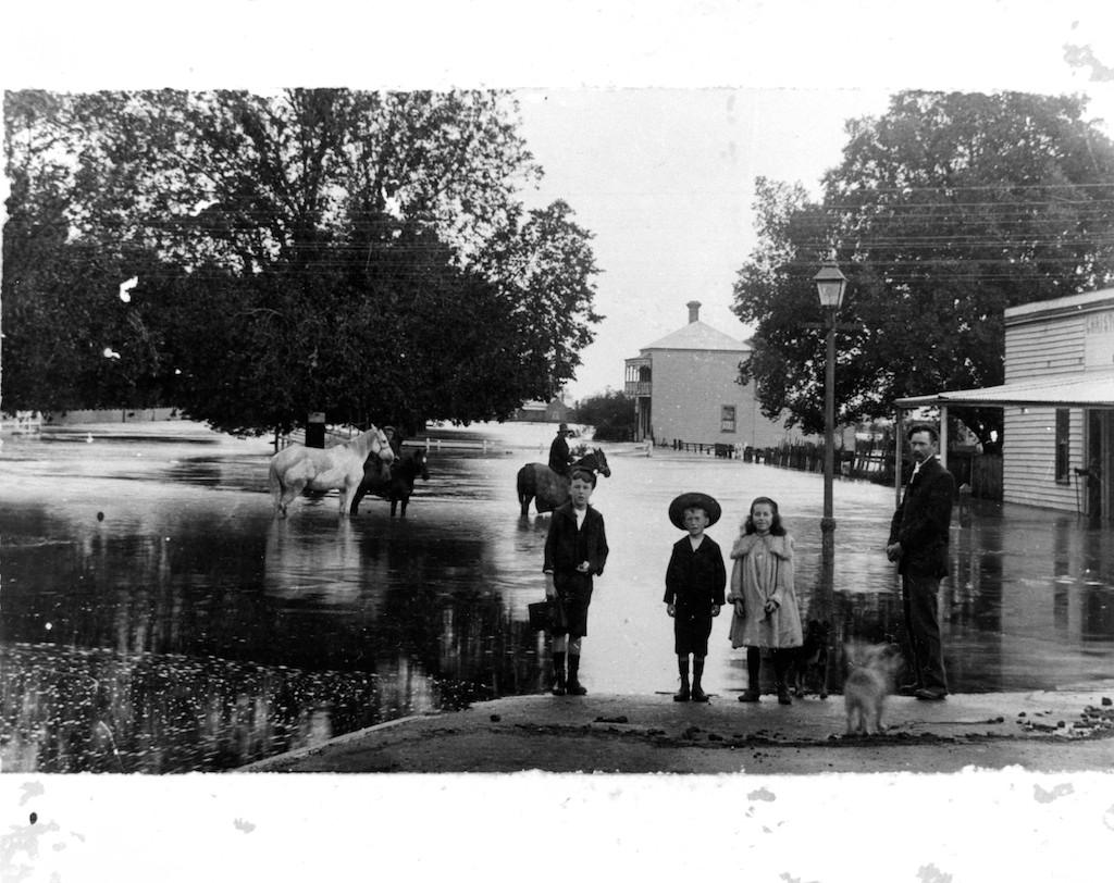 Lonsdale Street Floods, Dandenong - 1901