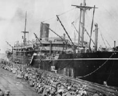 HMAT Benalla loading troops at Port Melbourne 19 October 1914