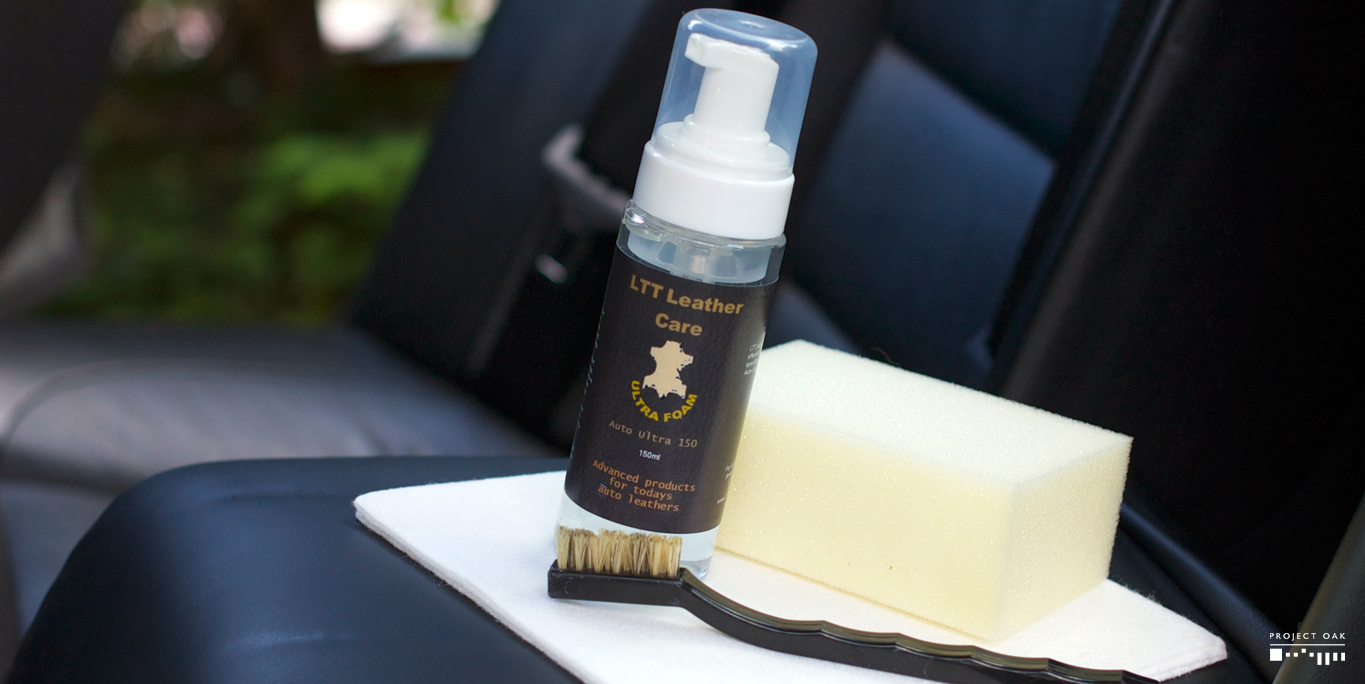 Leather Shampoo, soft brush and sponge, ready for cleaning.