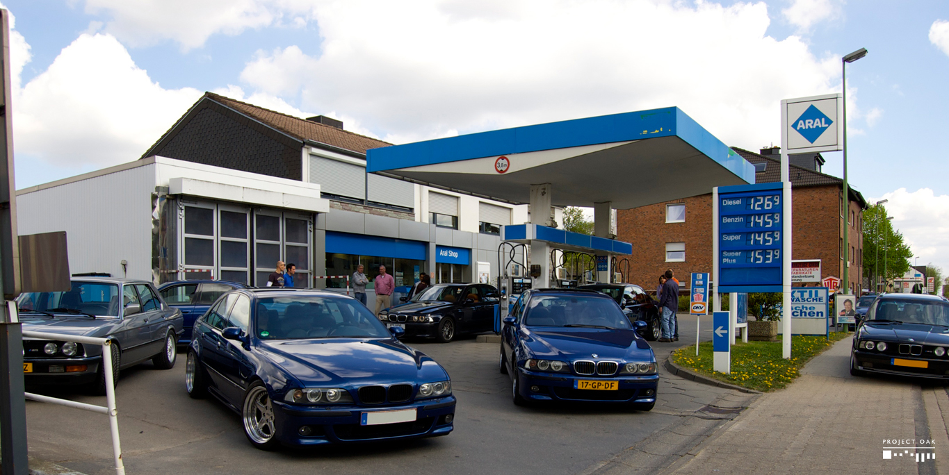 On the way to the Nordschleife, feeding the thirsty cars, during the International M5 Meeting.