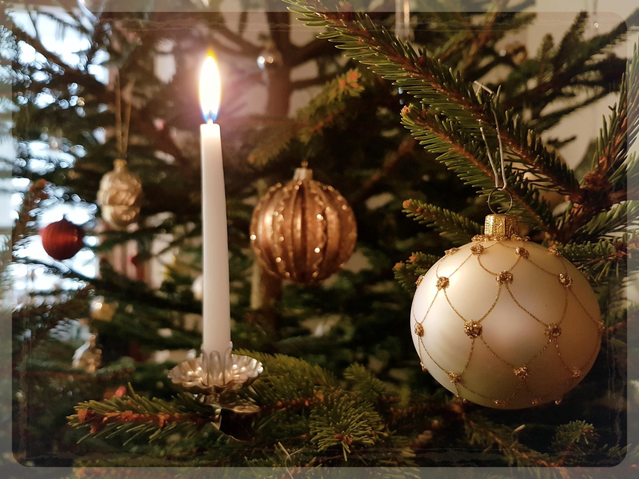 - Wir wünschen all unseren Freunden & Bekannten, Mitarbeitern & Kollegen, Partnern & Gästen ein gesegnetes Weihnachtsfest und wundervolle Weihnachtstage im Kreise Ihrer Liebsten.