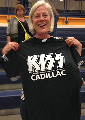 Here's Mary at the Cadillac 40th Anniversary concert proudly displaying here Kiss Cadillac t-shirt.
