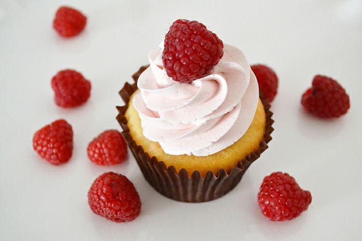 The SWEETEST Raspberry Lemonade Cupcakes