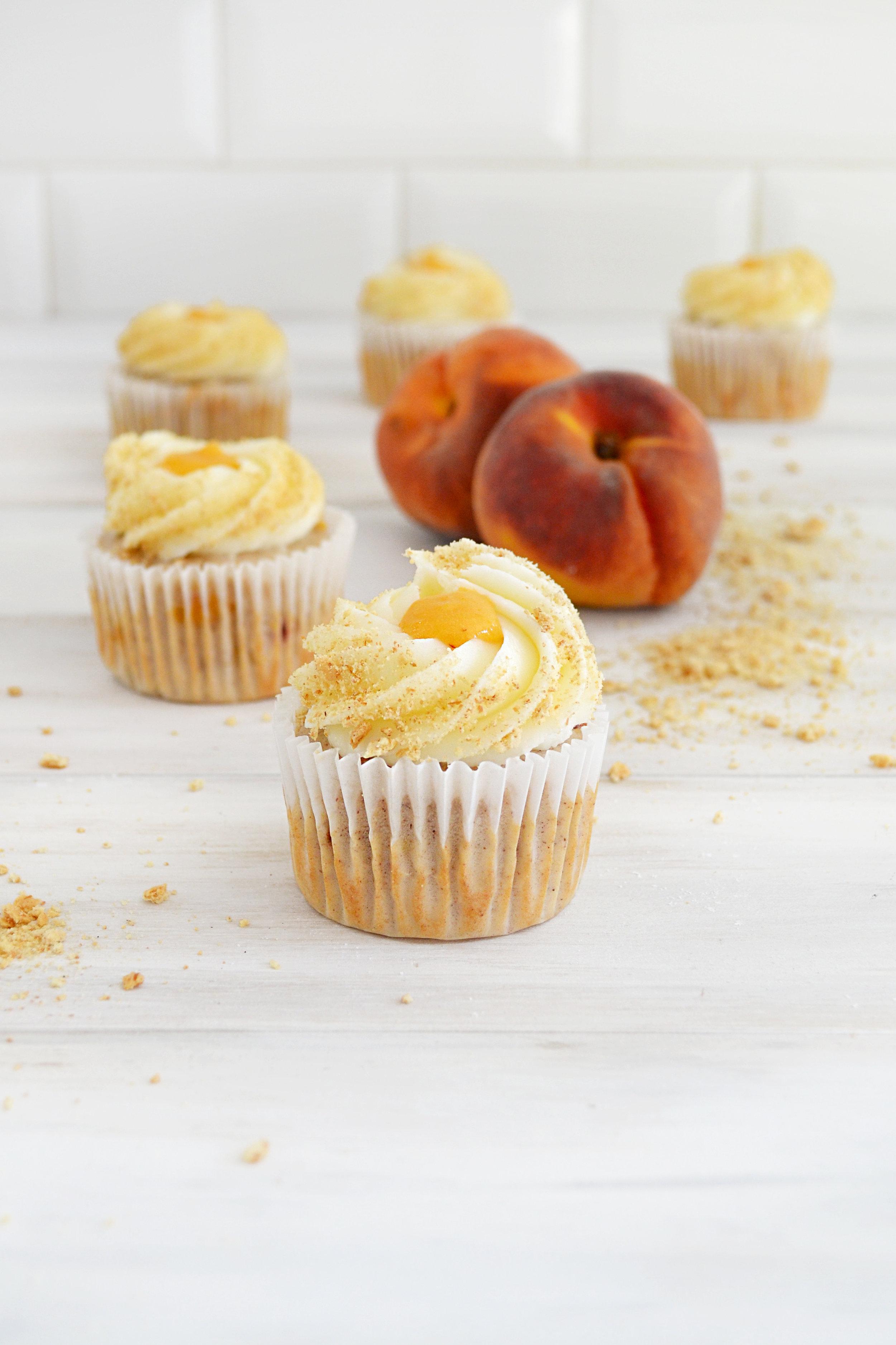 Peach Cobbler Cupcakes | The Girl Kyle