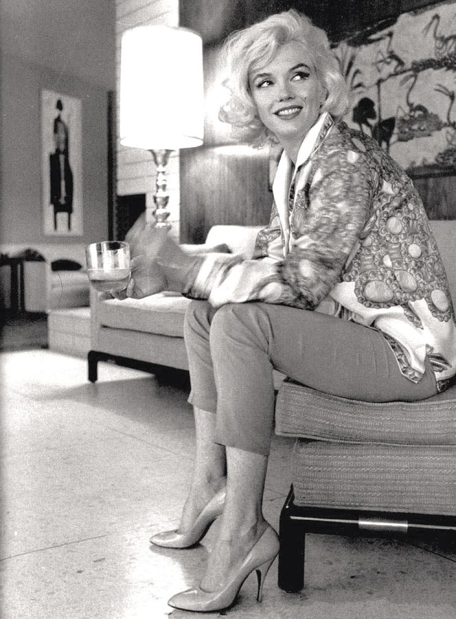 Marilyn Monroe at home