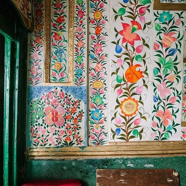 Hindi, Buddhist and Islamic design influences merge at the Shah Hamdan Mosque in Srinagar, Kashmir Valley.  So pretty! 1st Photo by @brianwferry for @cntraveler  #shahhamdanmosque #india #kashmir #handpaintedwalls #floralwall #interiors #papermache #travelphotography #colorful #srinagar #mosqueinteriors #designdetails #handcrafted