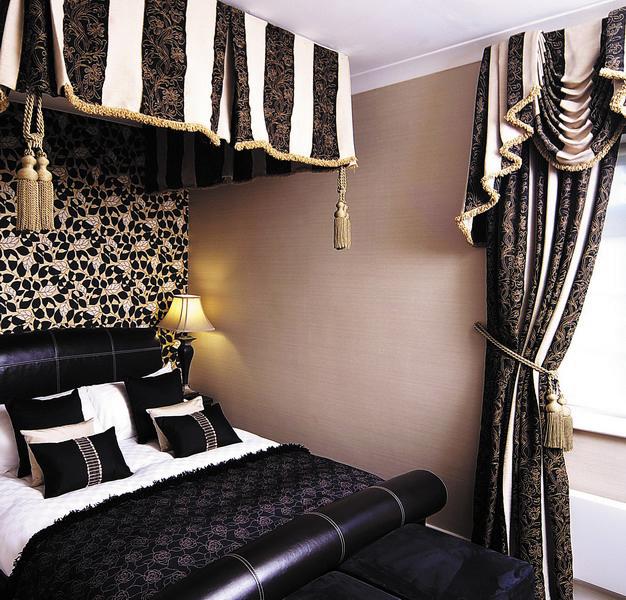 canopy bedroom.jpg