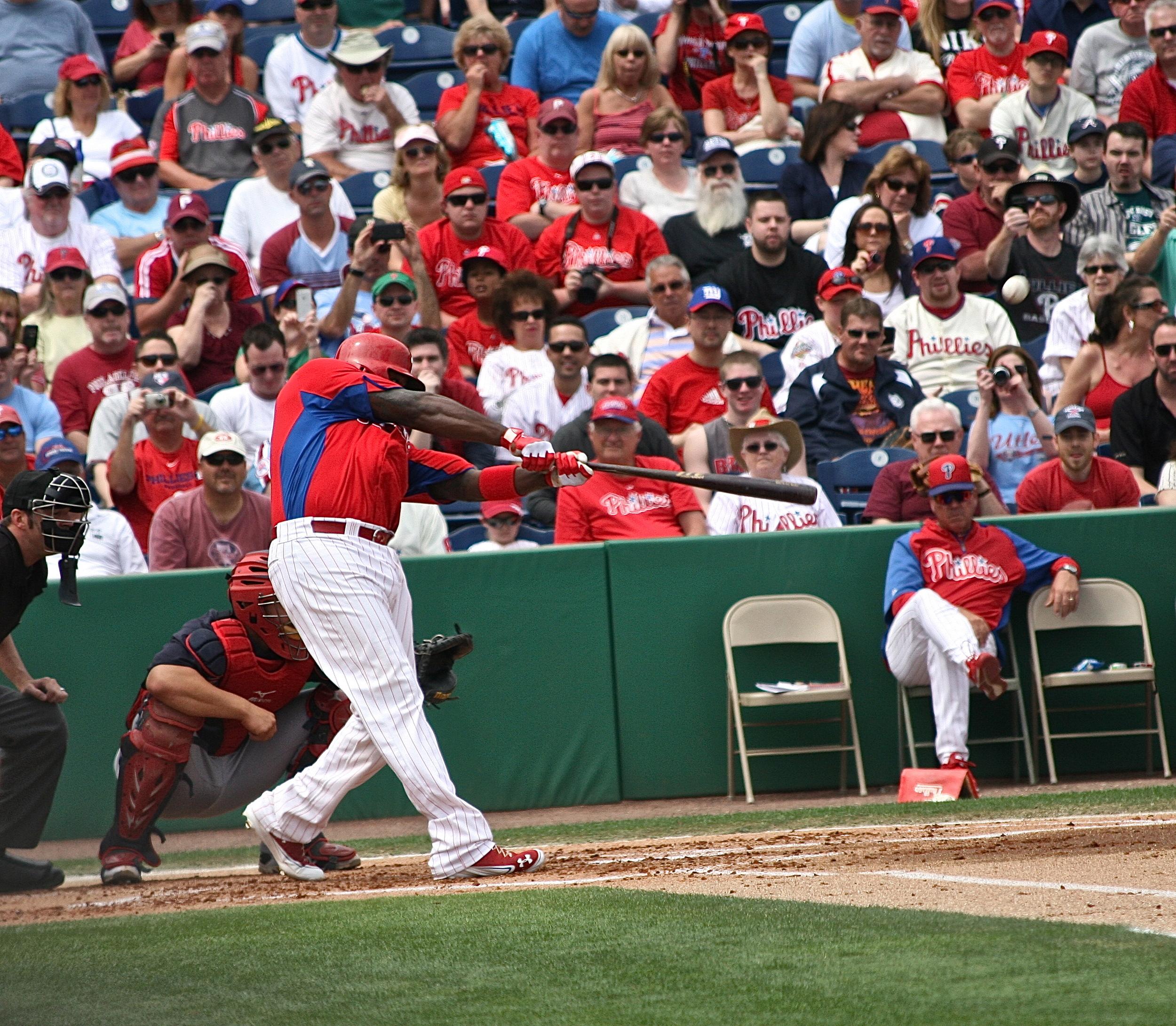 Ryan Howard crushes the ball