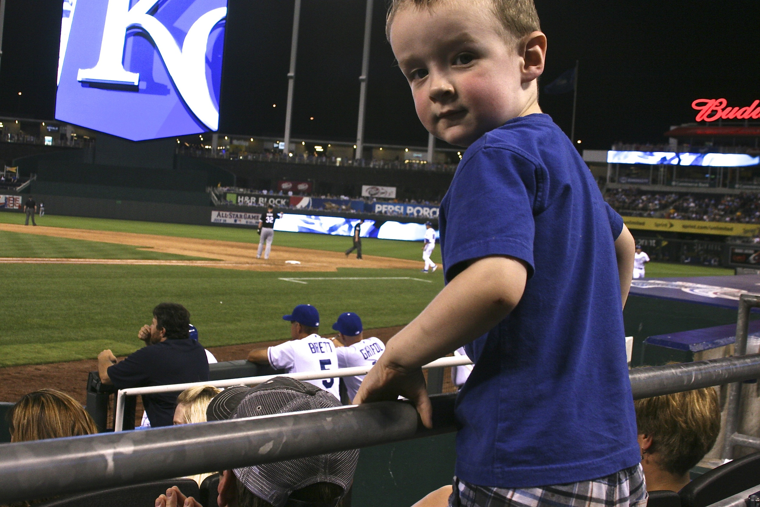 Young Royals fan