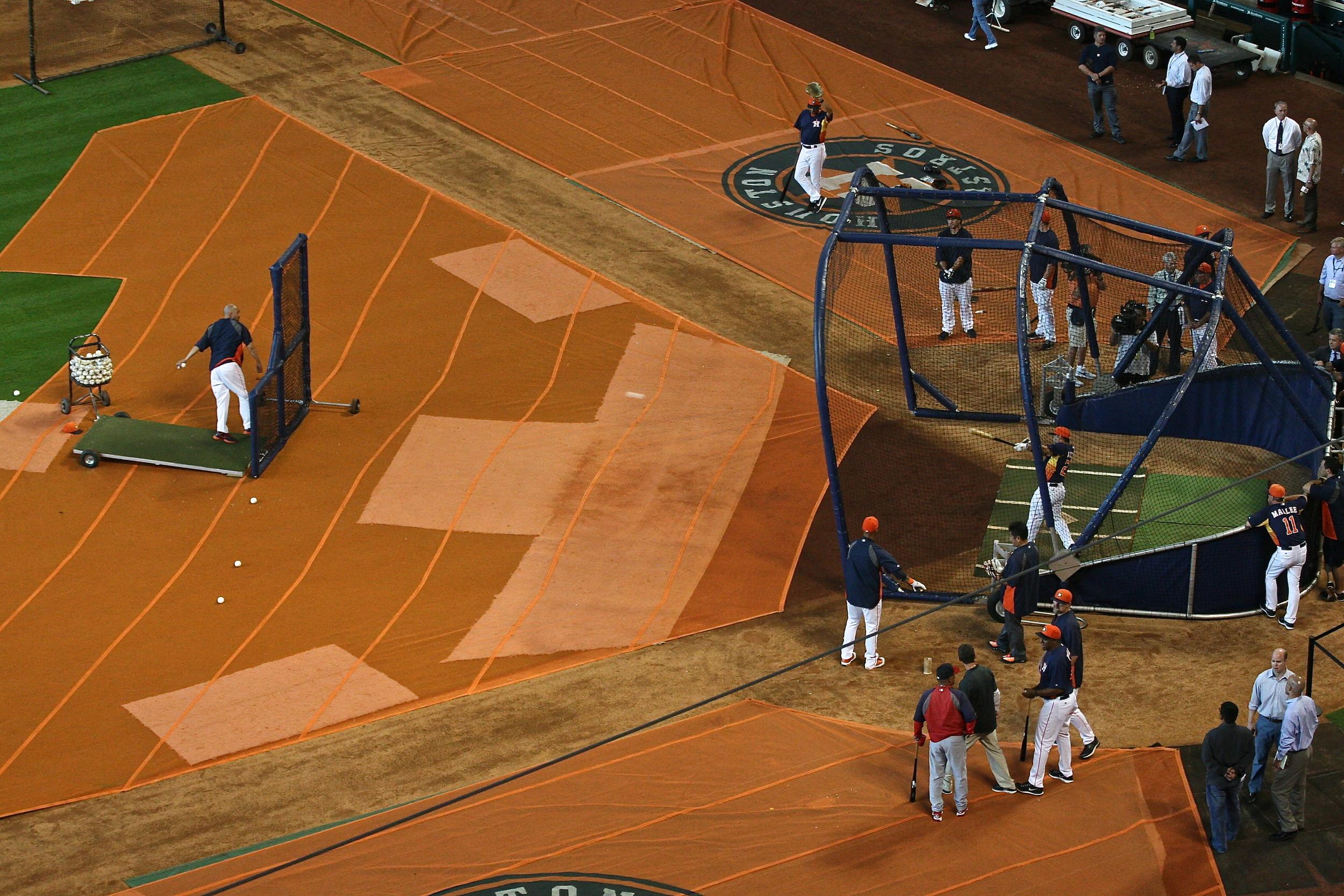 Altuve batting practice