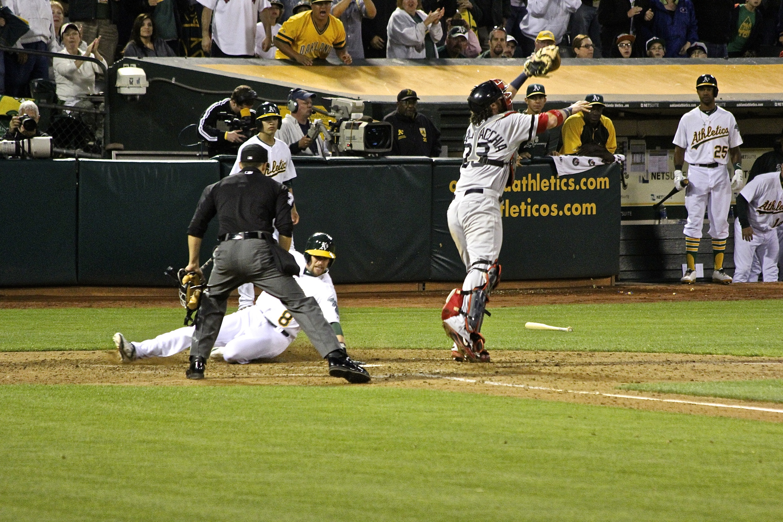 Jed Lowrie safe at home