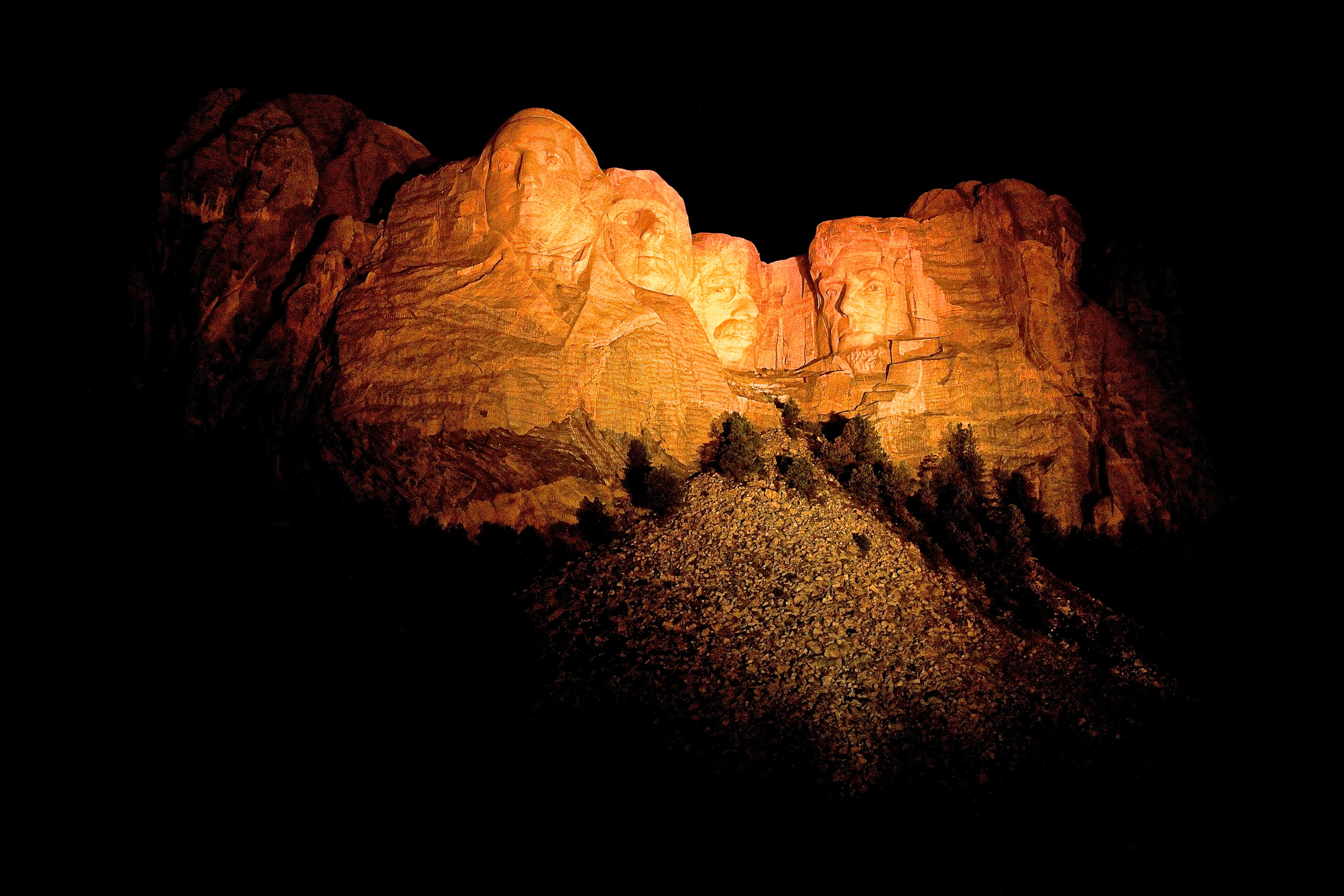 Mount Rushmore night 2.JPG