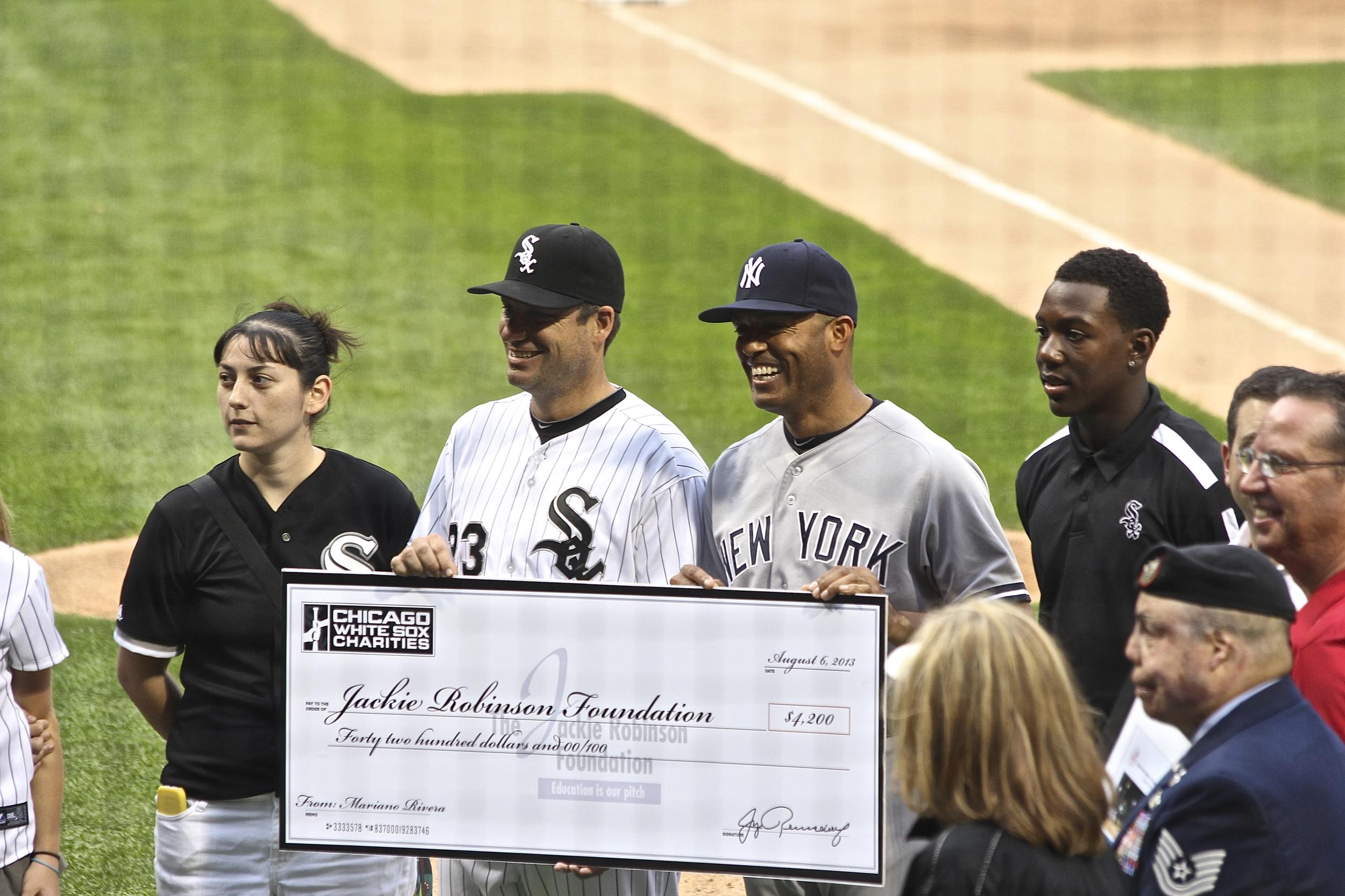 Robin Ventura presents Mariano Rivera with a check