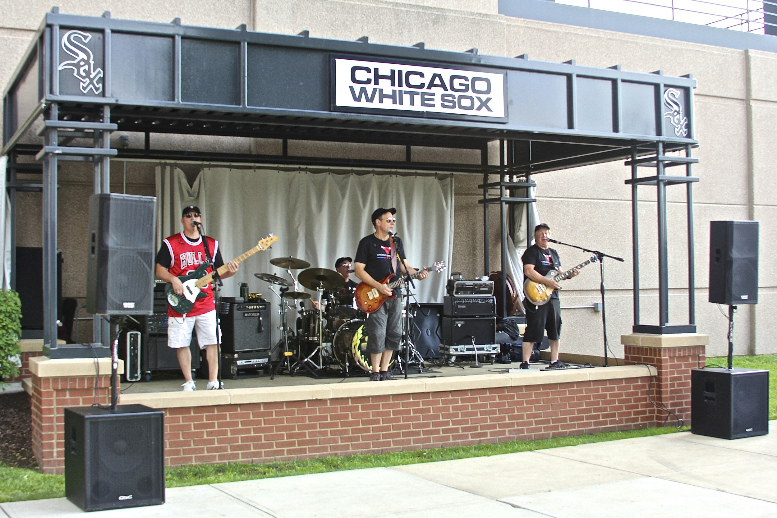 Live music outside of US Cellular
