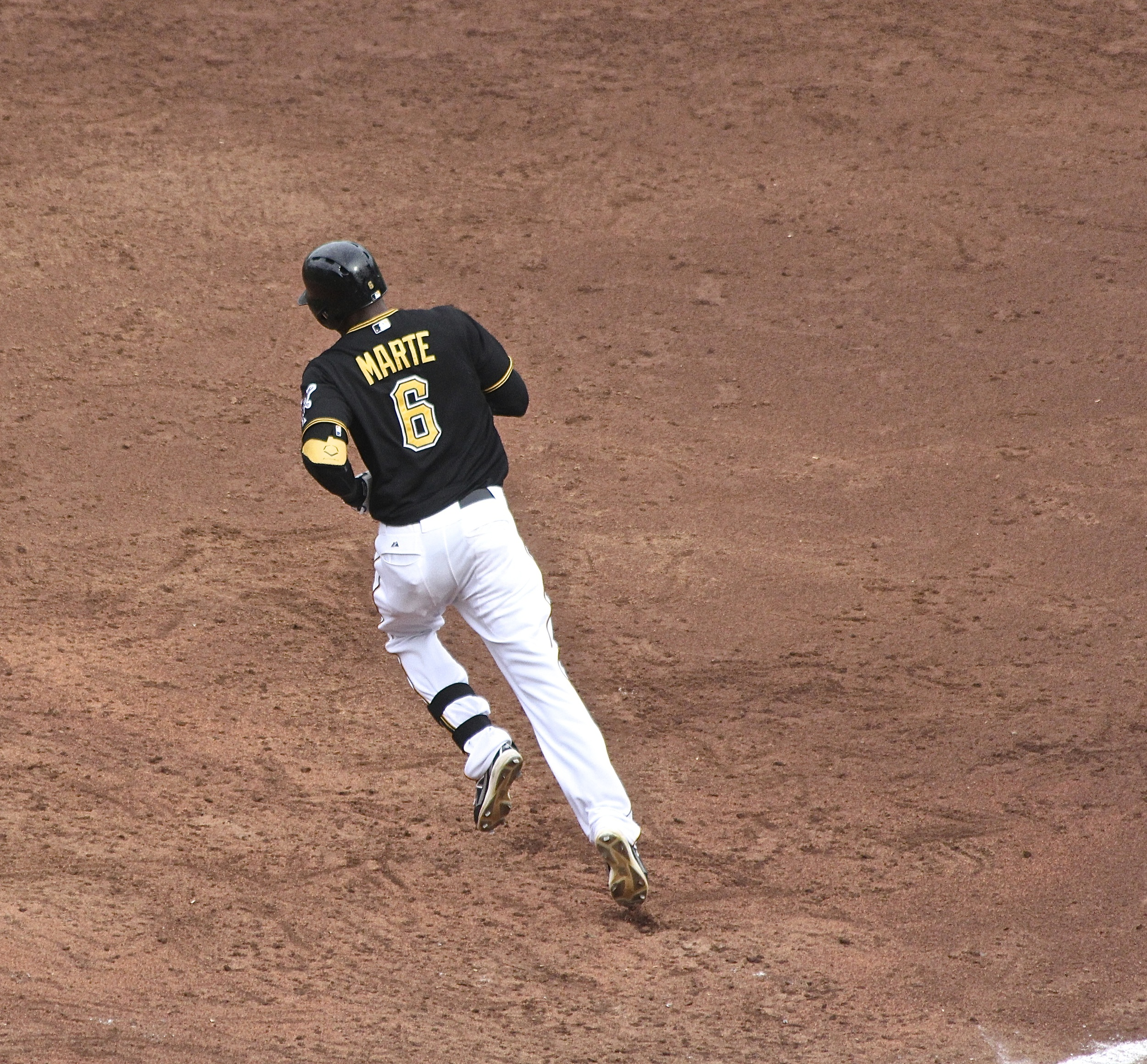 Starling Marte rounds first