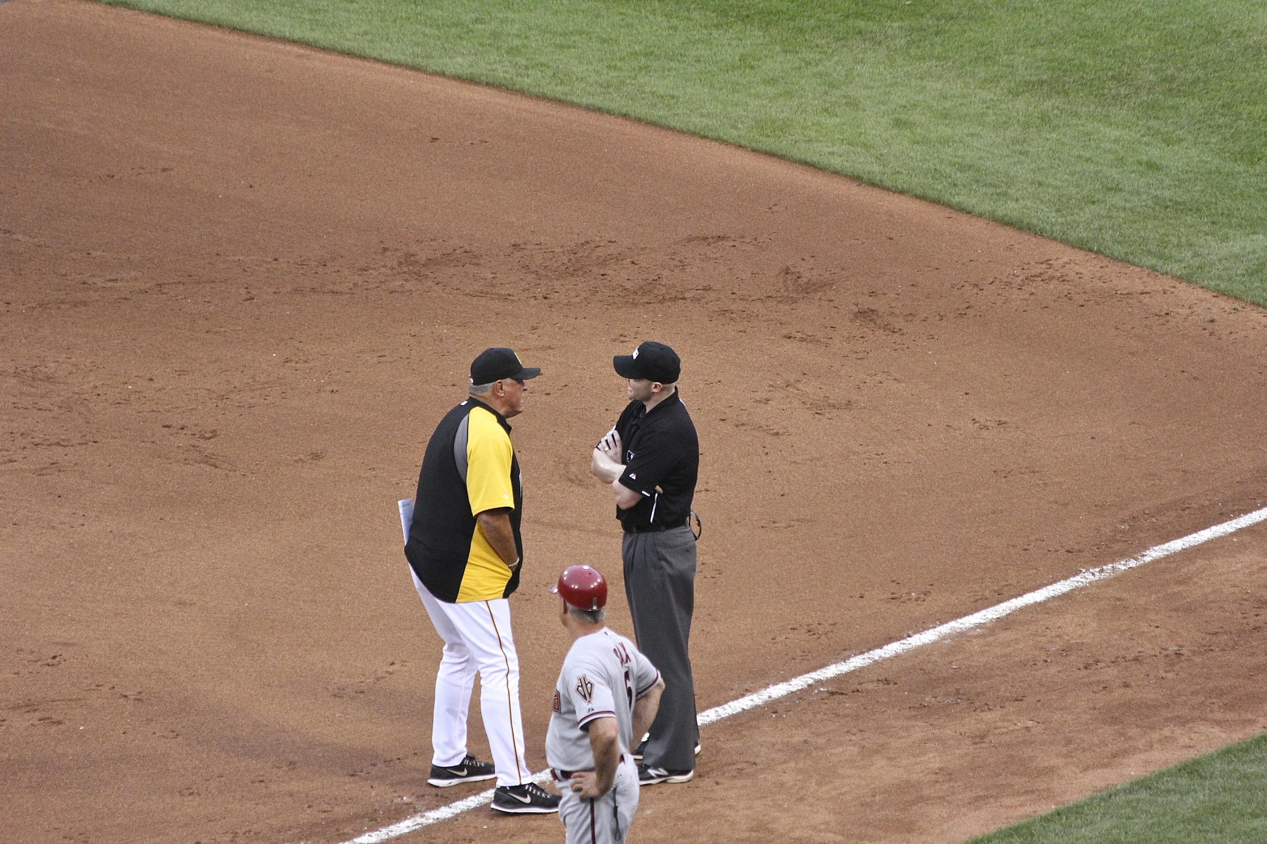 Clint Hurdle has a chat withMike Estabrook