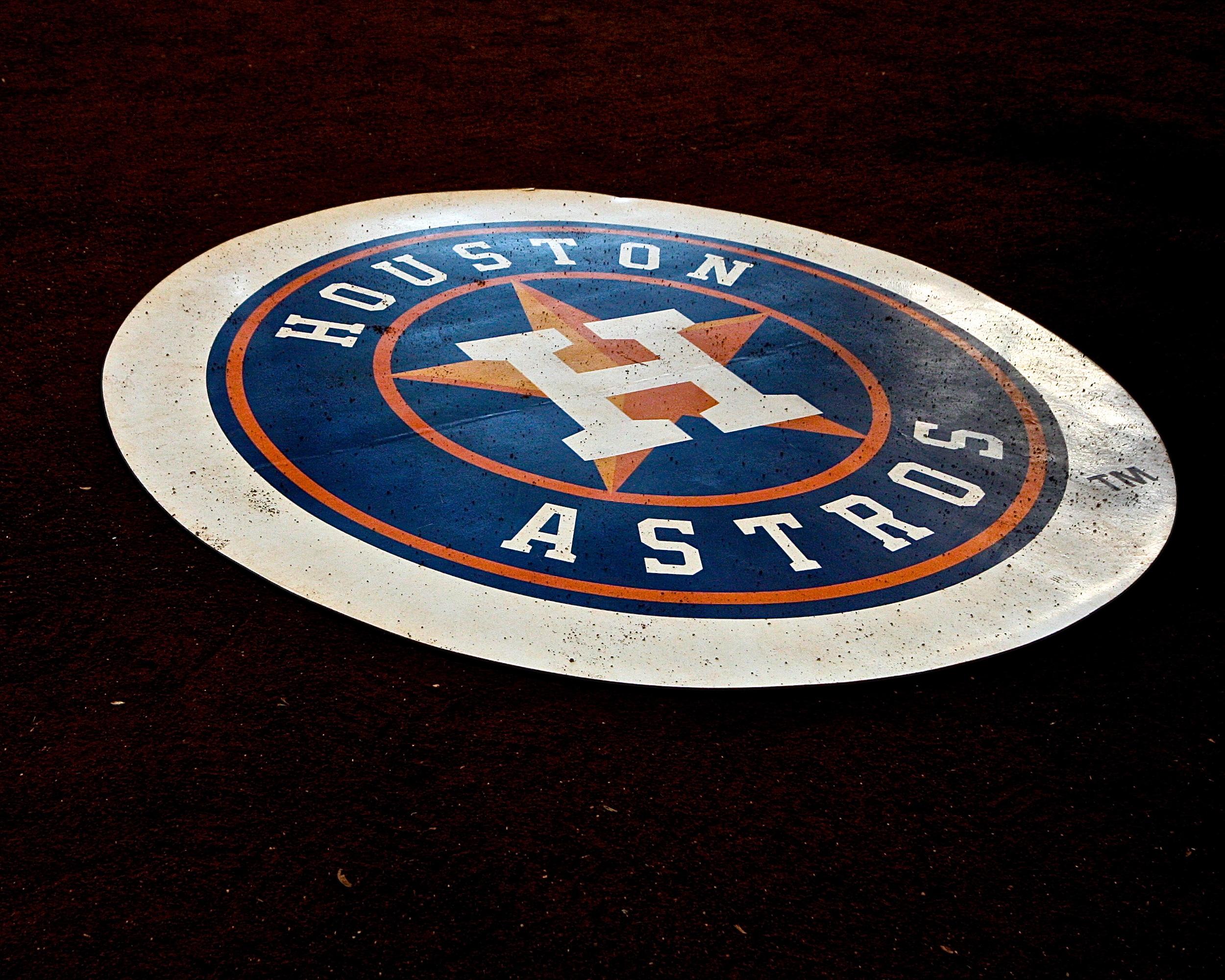 Astros on deck circle