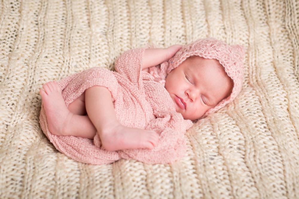 Portage_Michigan_Newborn_Photographer:Pink_hat