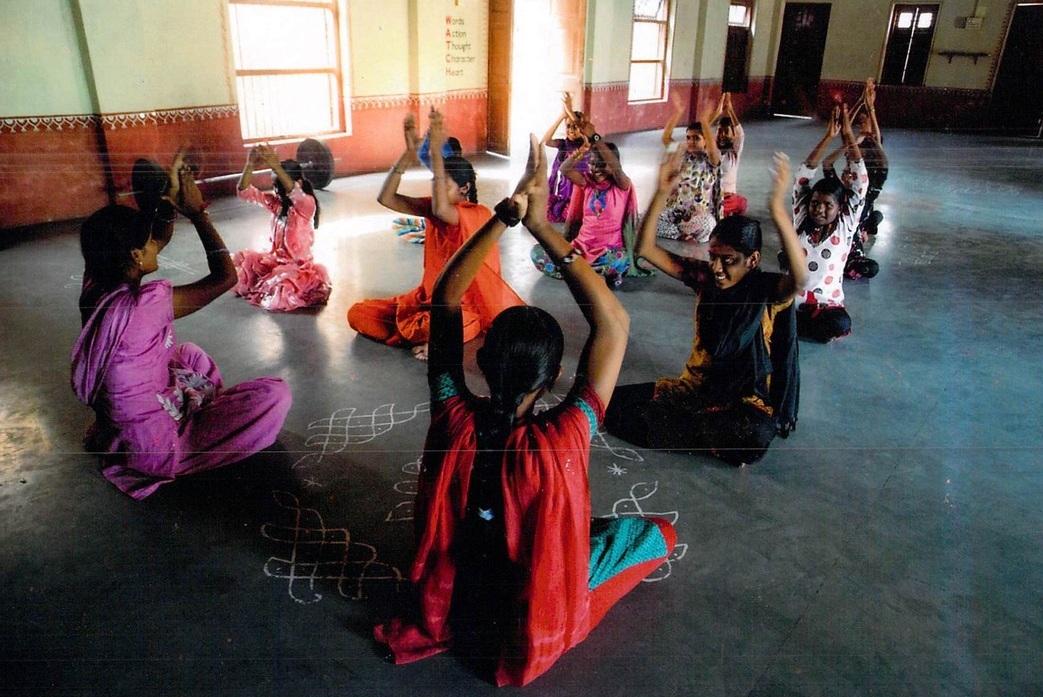 girls-circle-yoga.jpg