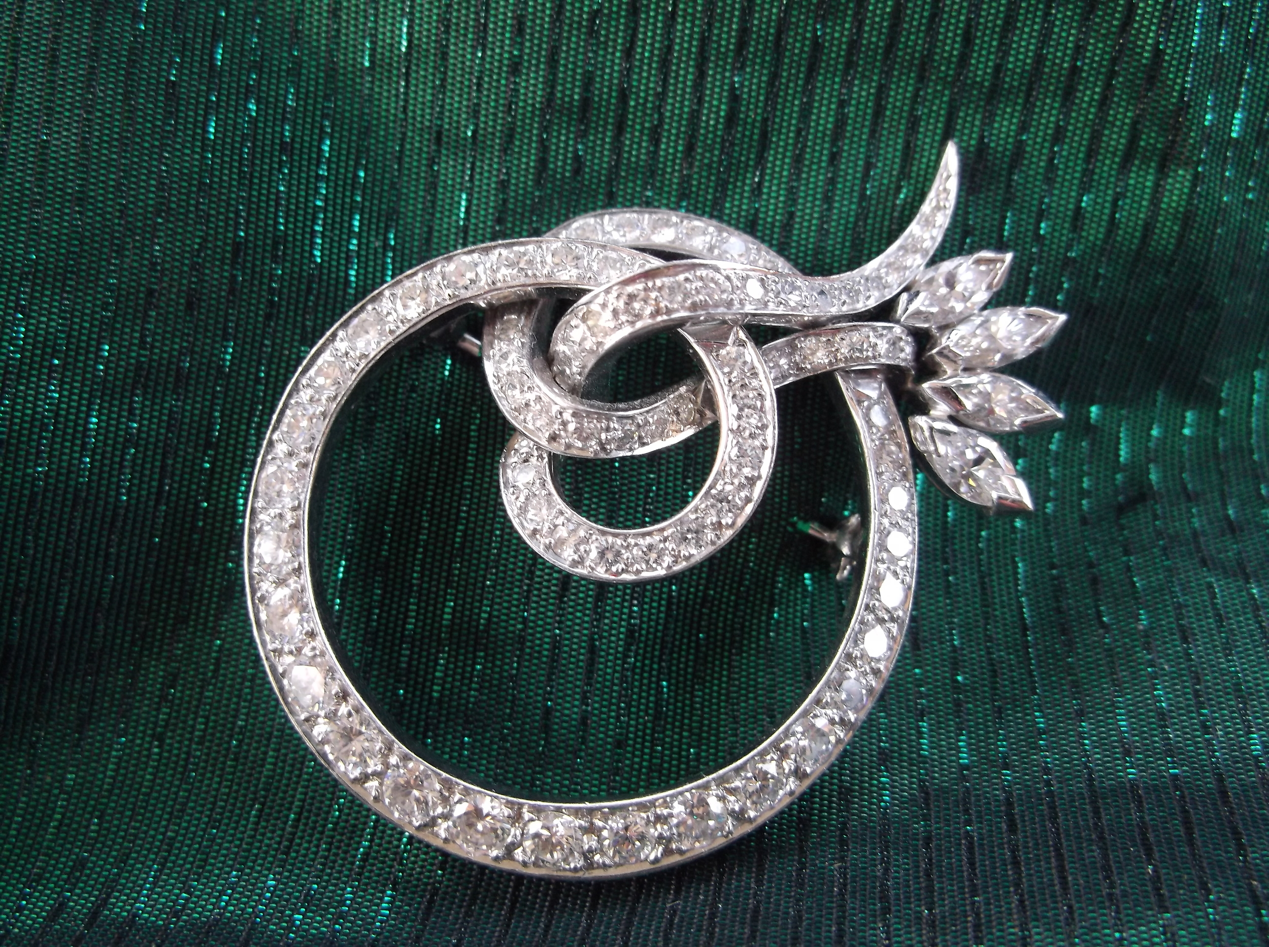 Lovely 1920's circular diamond broach.