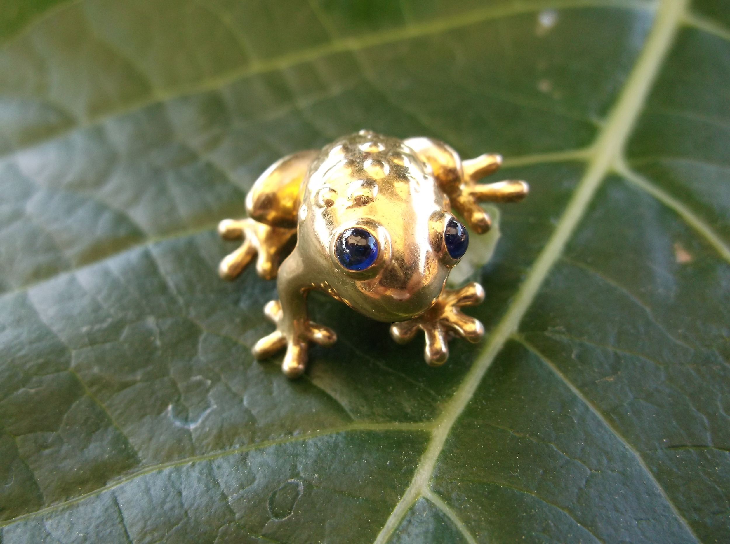 "SOLD - Precious 18K yellow gold frog pin with sapphire eyes! (Approximately 1"" in length)"