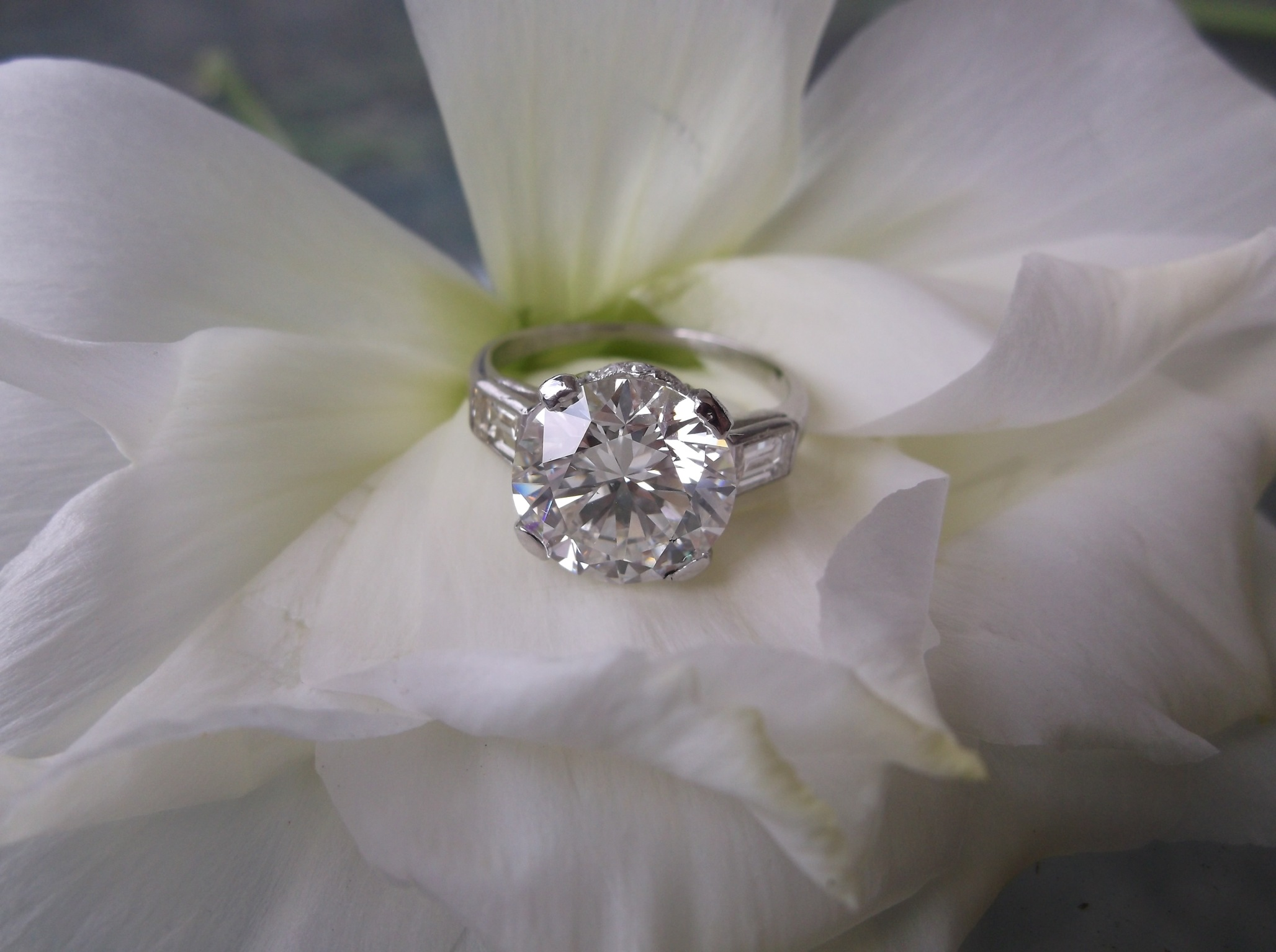 SOLD - Gorgeous 4.03 carat ideal cut round brillant diamond set in a beautiful Art Deco platinum and baguette diamond mounting.