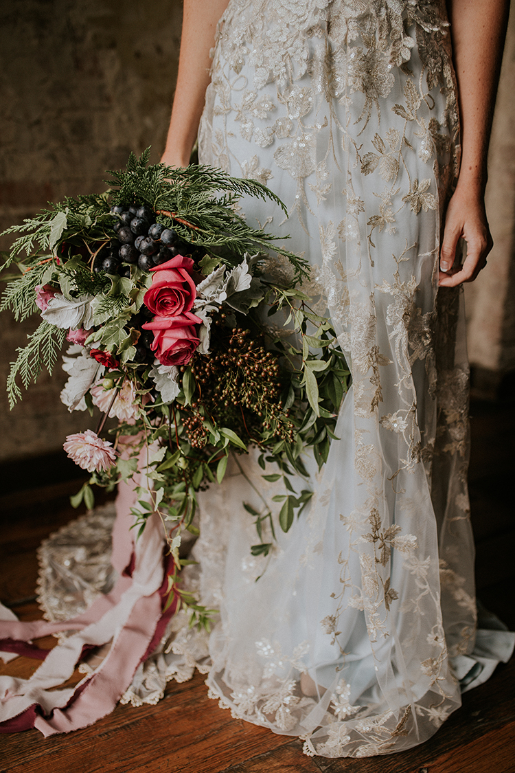 artist-inspired-wedding-ideas-with-oxblood-and-navy-24.jpg