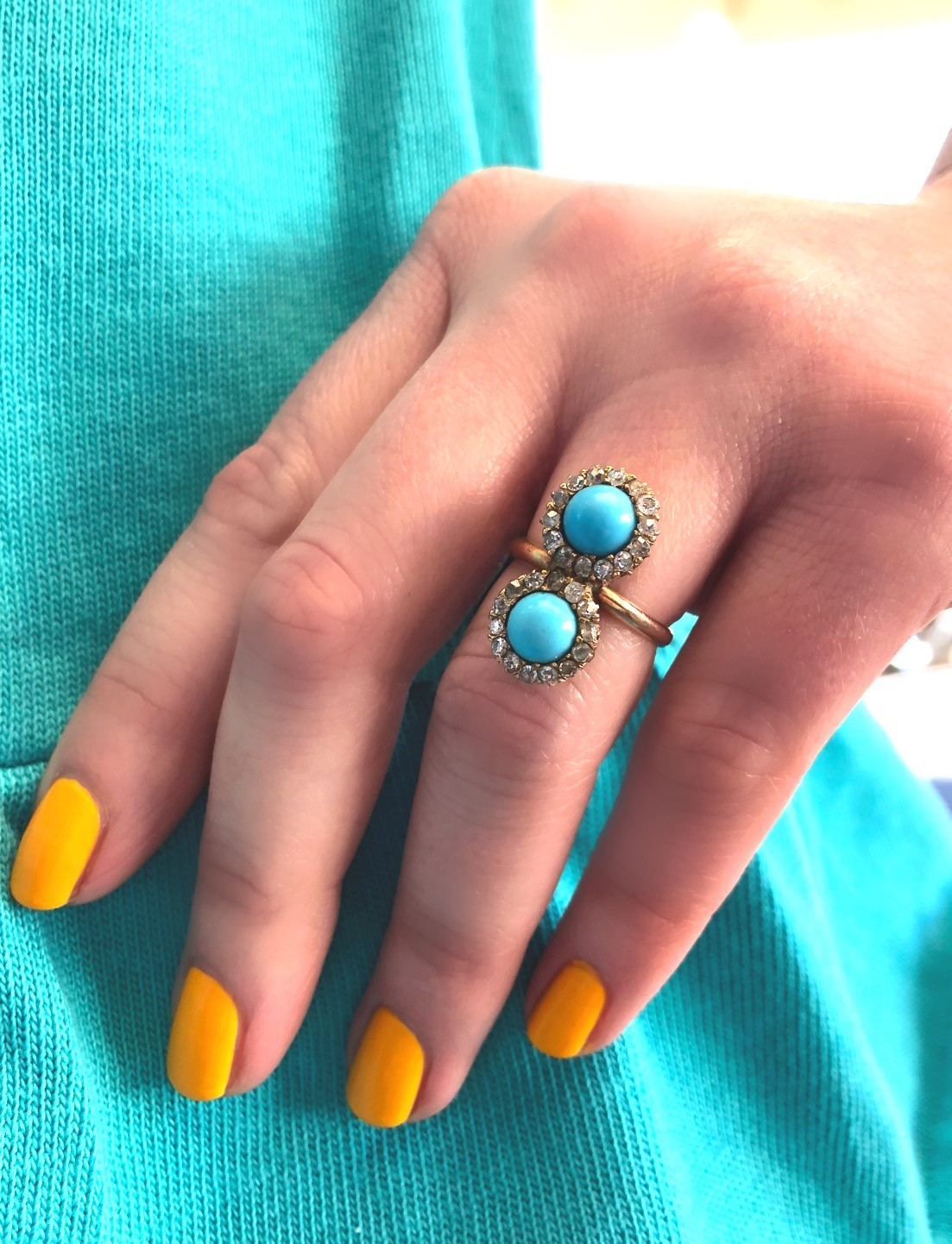 Nothing but blue skies and sun shine ☀️💍 Shop this lovely Victorian moi et toi ring  HERE .