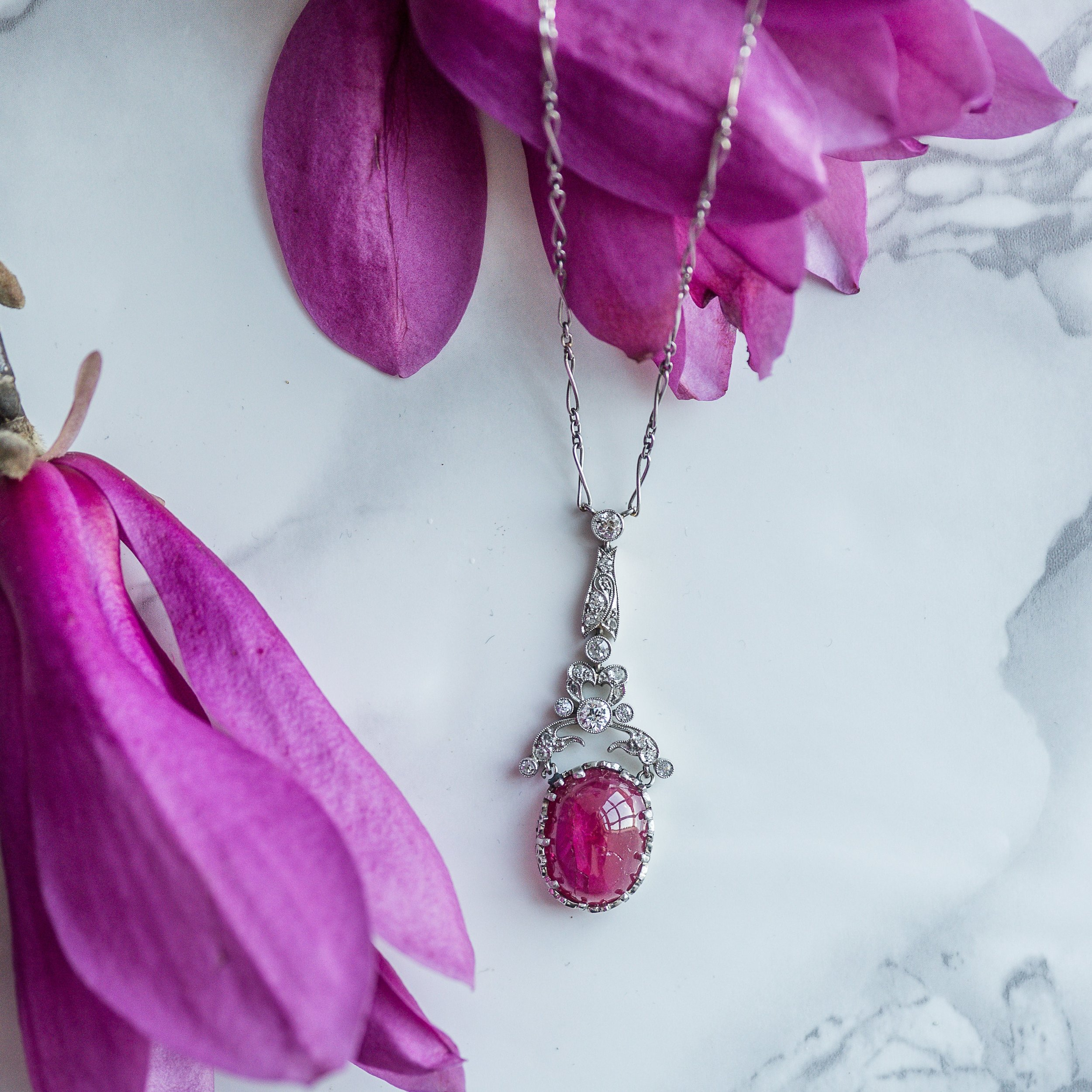 Our favorite thing about spring? All the beautiful blooms and colors that remind us of gemstones! Like this fabulous, circa 1920's, ruby cabochon and diamond necklace all set in platinum 💎 Shop this gorgeous piece  HERE .