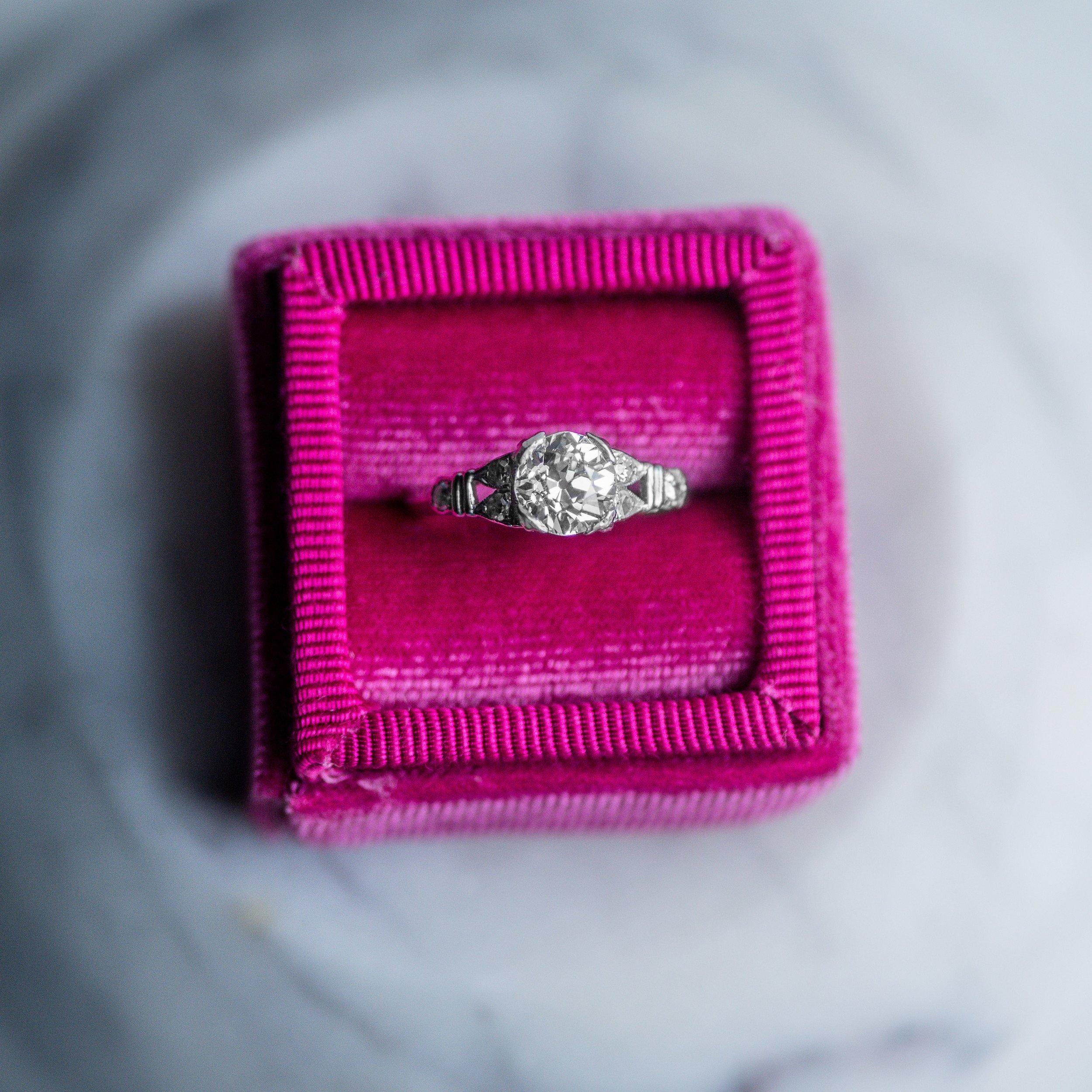 This Art Deco beauty has us feelin' hot, hot, hot!🌶 Shop this fabulous 1.06 carat Old European cut diamond ring  HERE .