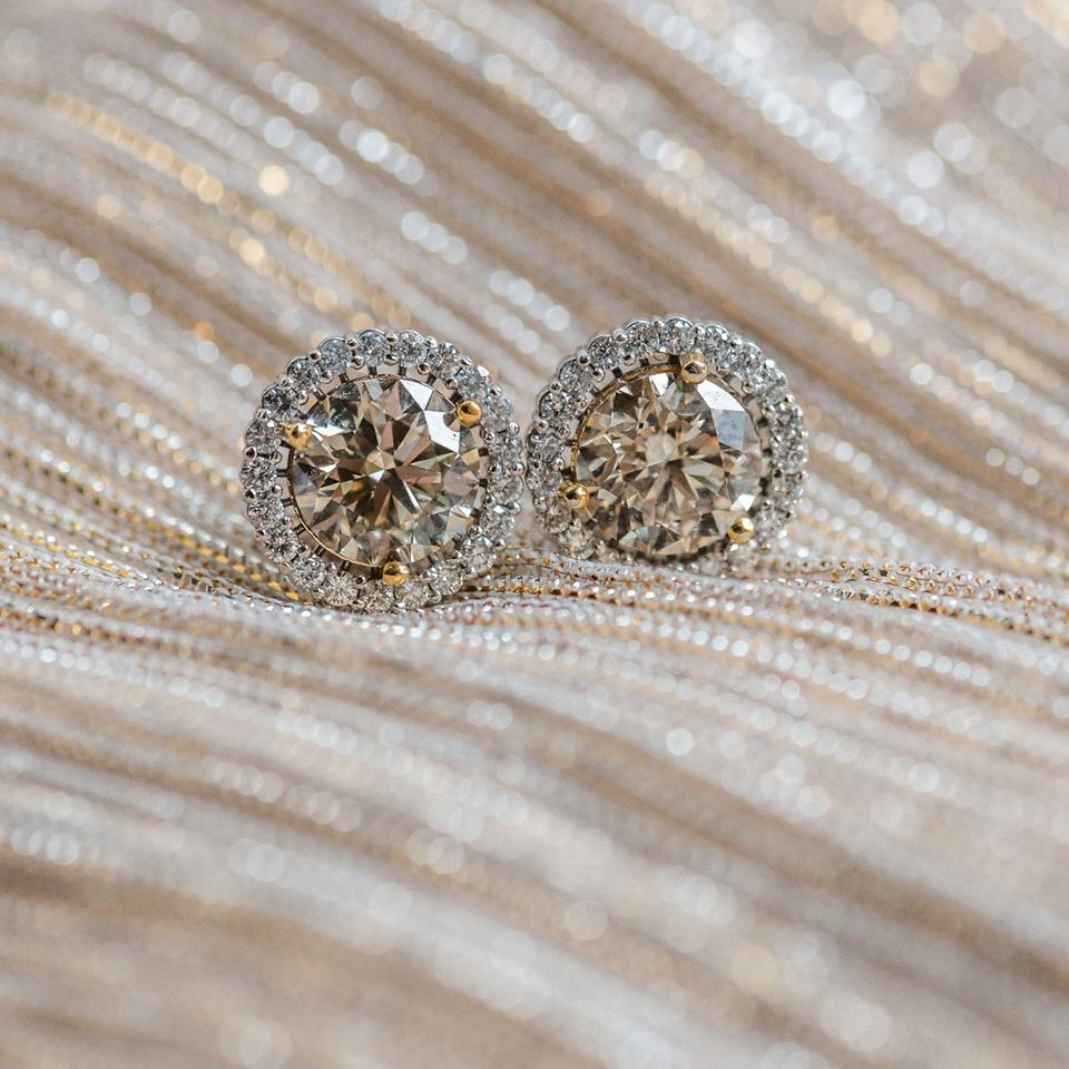 4.84 carats total weight of diamonds in these fabulous stud earrings! Click  HERE  to shop!