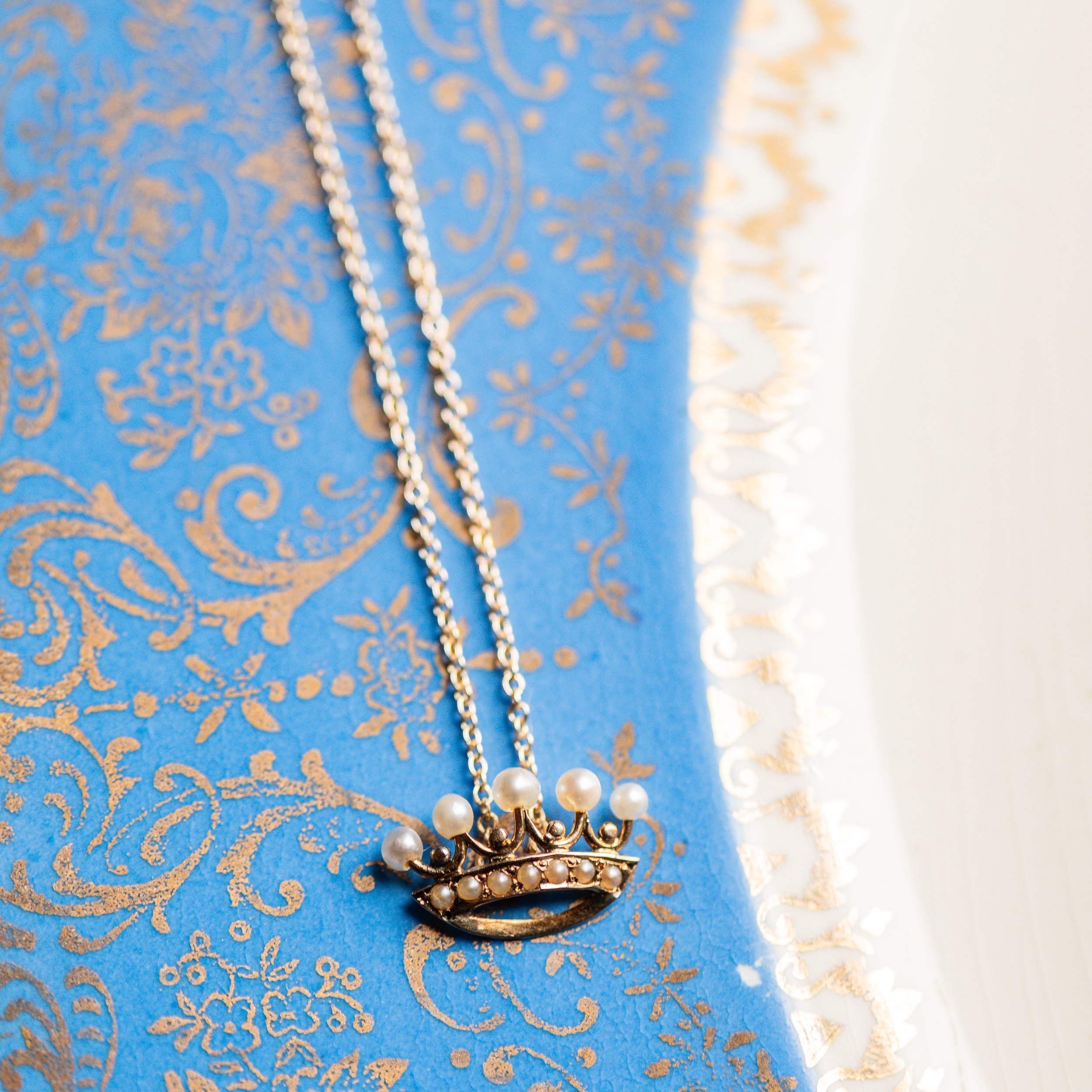 We are swooning over this sweet little crown pendant! Shop this piece for only $395  HERE !