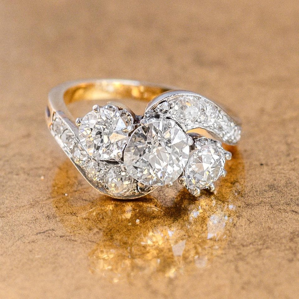 We know you are going to love this stunning 3 stone Edwardian ring! 💛 Shop  HERE .