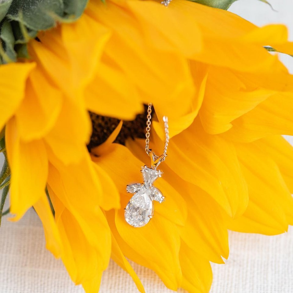 It just doesn't get more sunshiney than this! 🌻💎 Click  HERE  to shop this fabulous pear shaped diamond pendant!