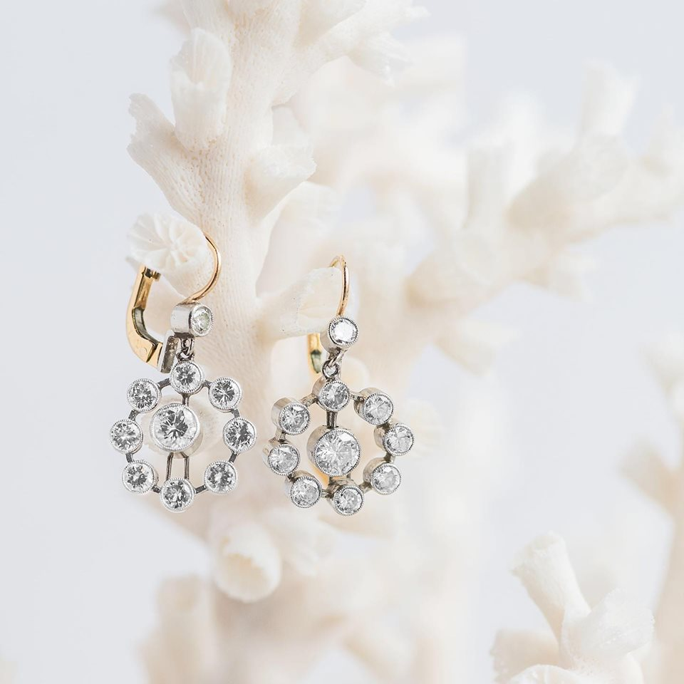We are loving these STUNNING 2.20 carat diamond estate earrings 🤩 Shop  HERE !