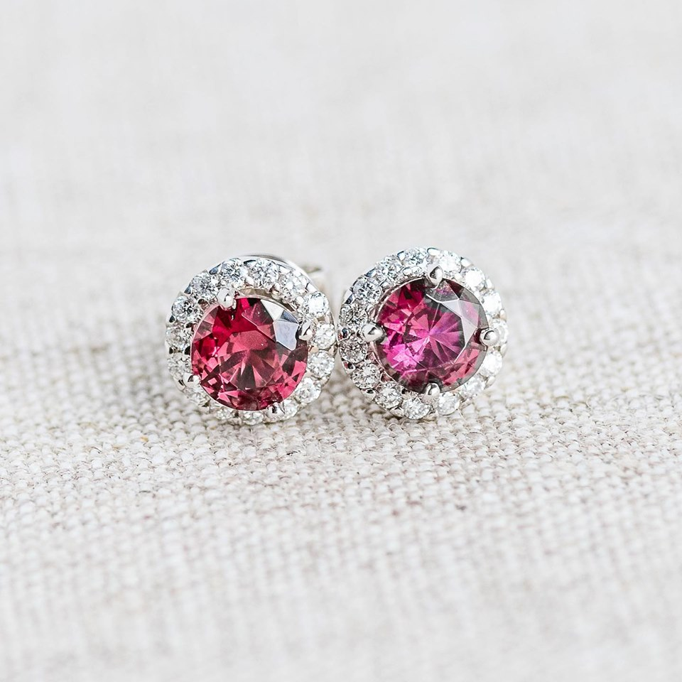 We are drooling over these sweet raspberry garnet and diamond earrings 🤤 Shop  HERE
