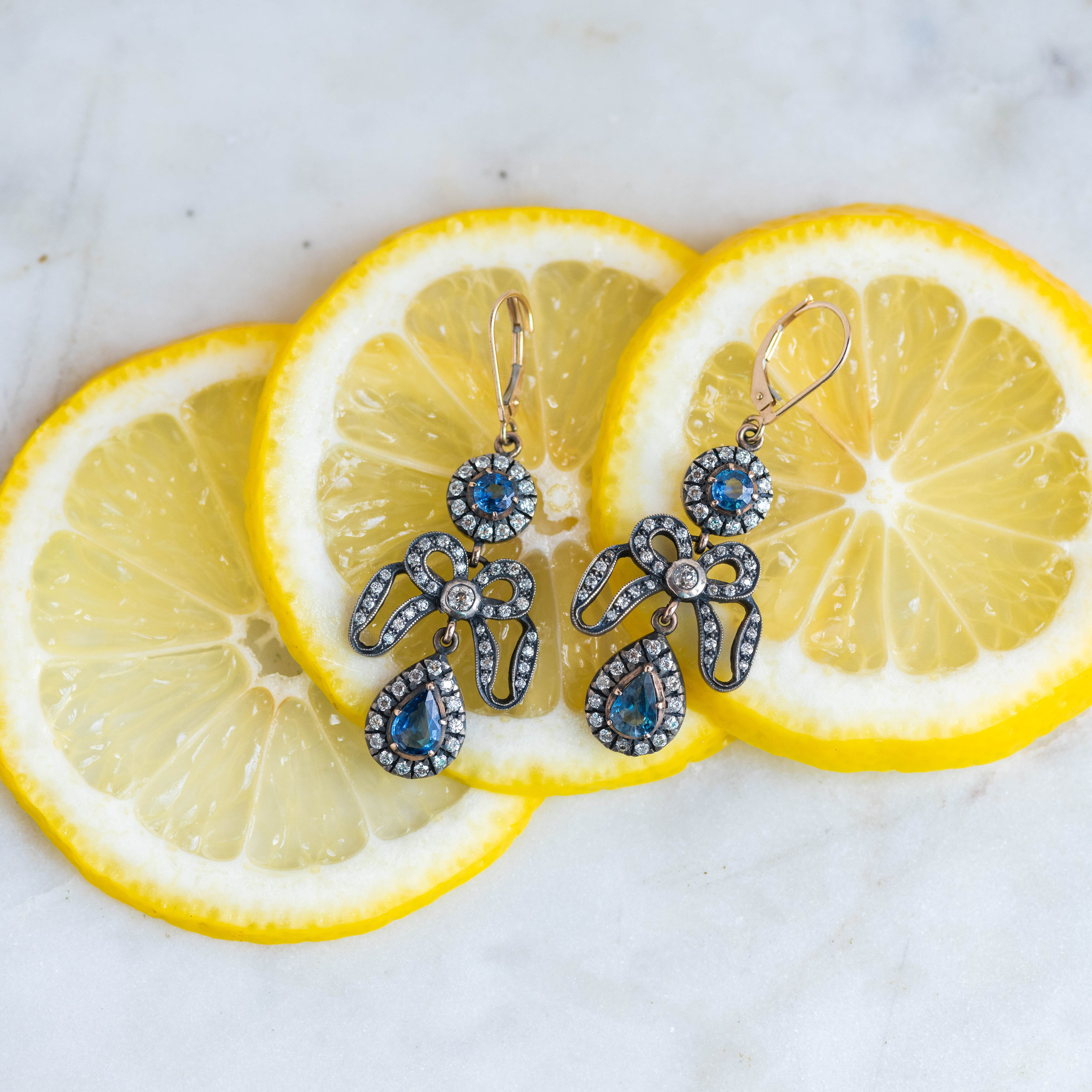 When life gives you lemons, grab your wallet and buy yourself these sapphire and diamond earrings 🍋 SHOP  HERE!