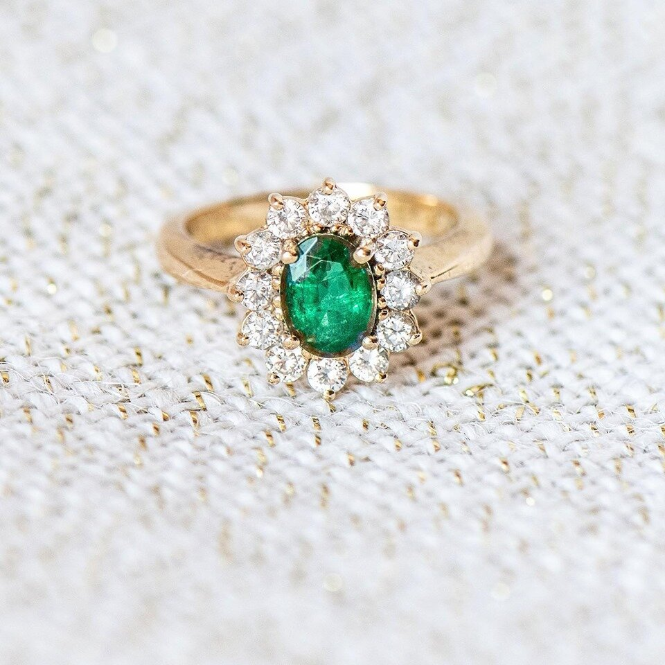 Did you know the first known Emeralds to be mined were around 1500 BC in Egypt? Which explains why Cleopatra must have been such a lover of the green gemstone a few centuries later! 💚 SHOP  HERE !