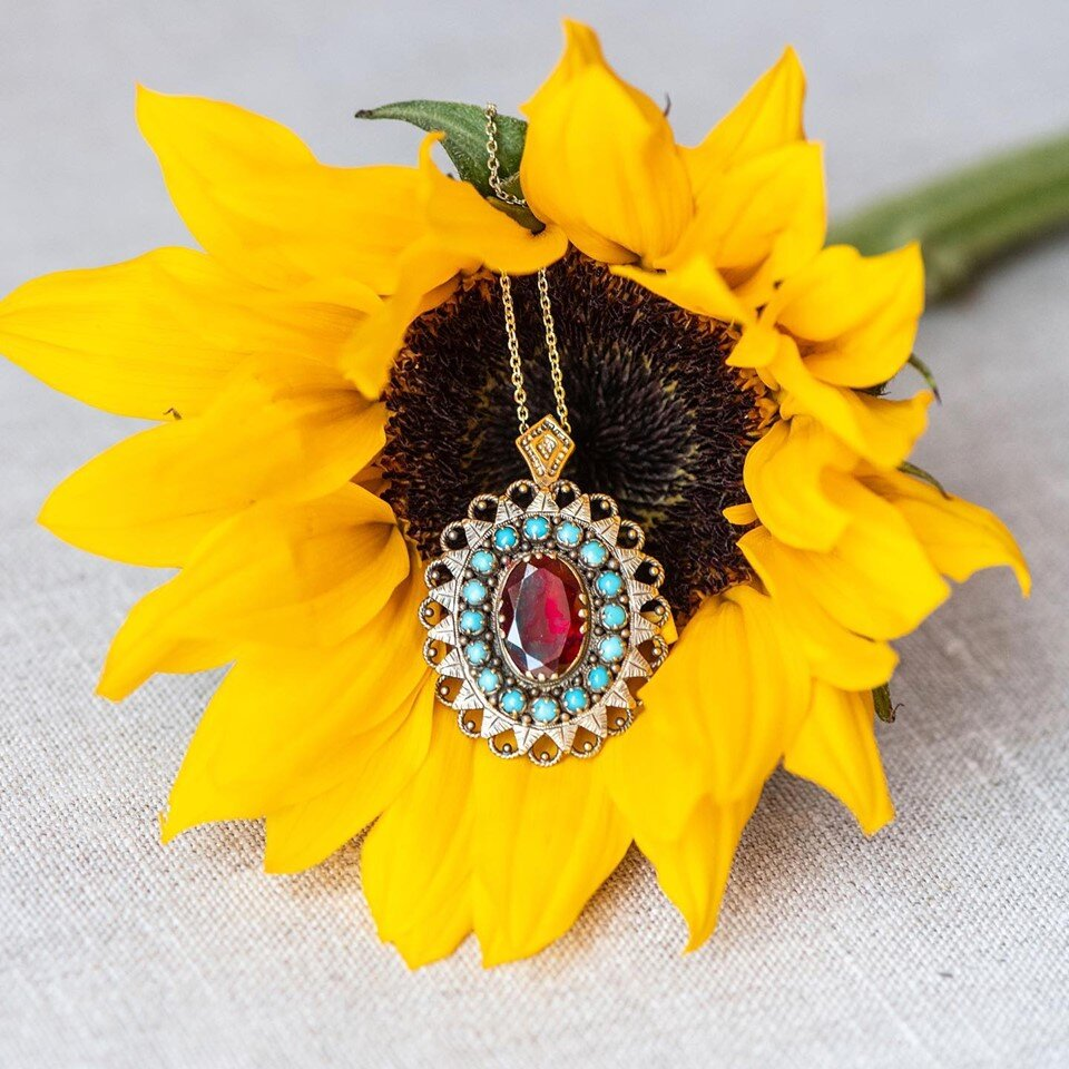 Garnets and Turquoise are a perfect pair in this bohemian estate piece 🌻 SHOP  HERE !