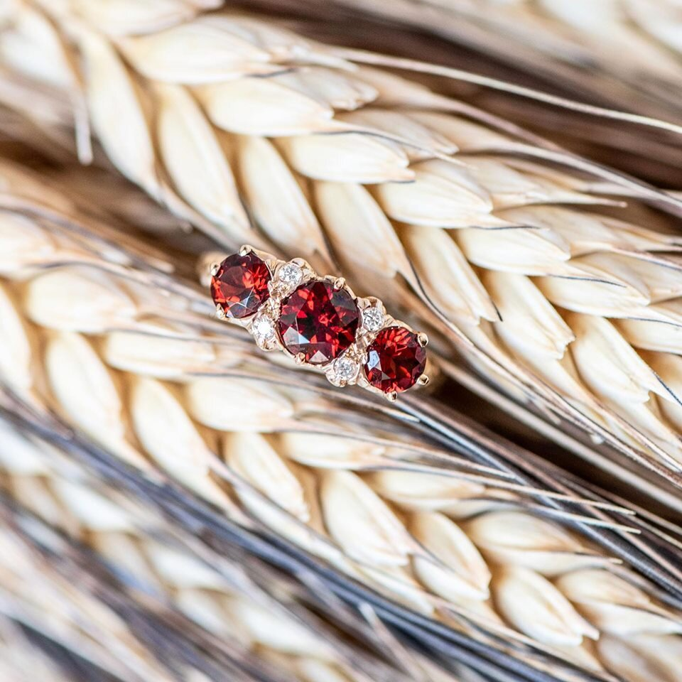 It's the first day of October! Which means Harvest-themed everything is upon us! And this garnet and diamond ring couldn't be more fitting 🍂 Shop  HERE .