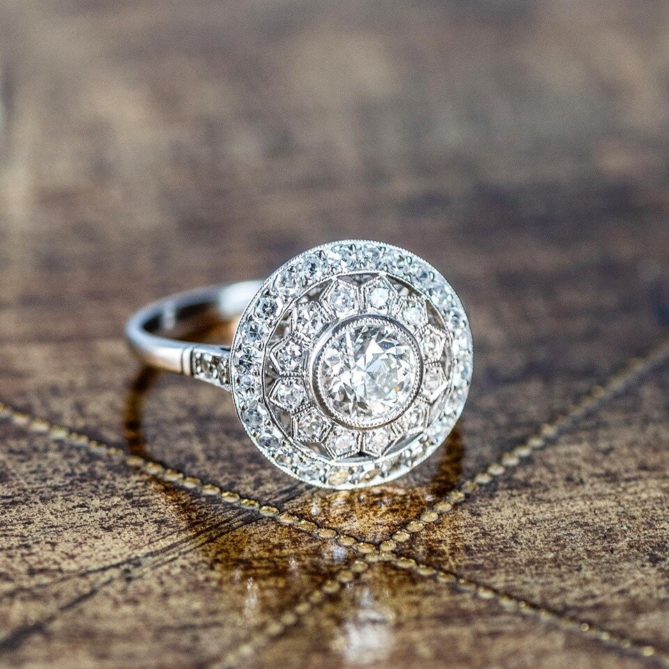 Like a sunburst or a sunflower..... this radiant ring is giving us all the sunny vibes! ☀️ SHOP HERE!
