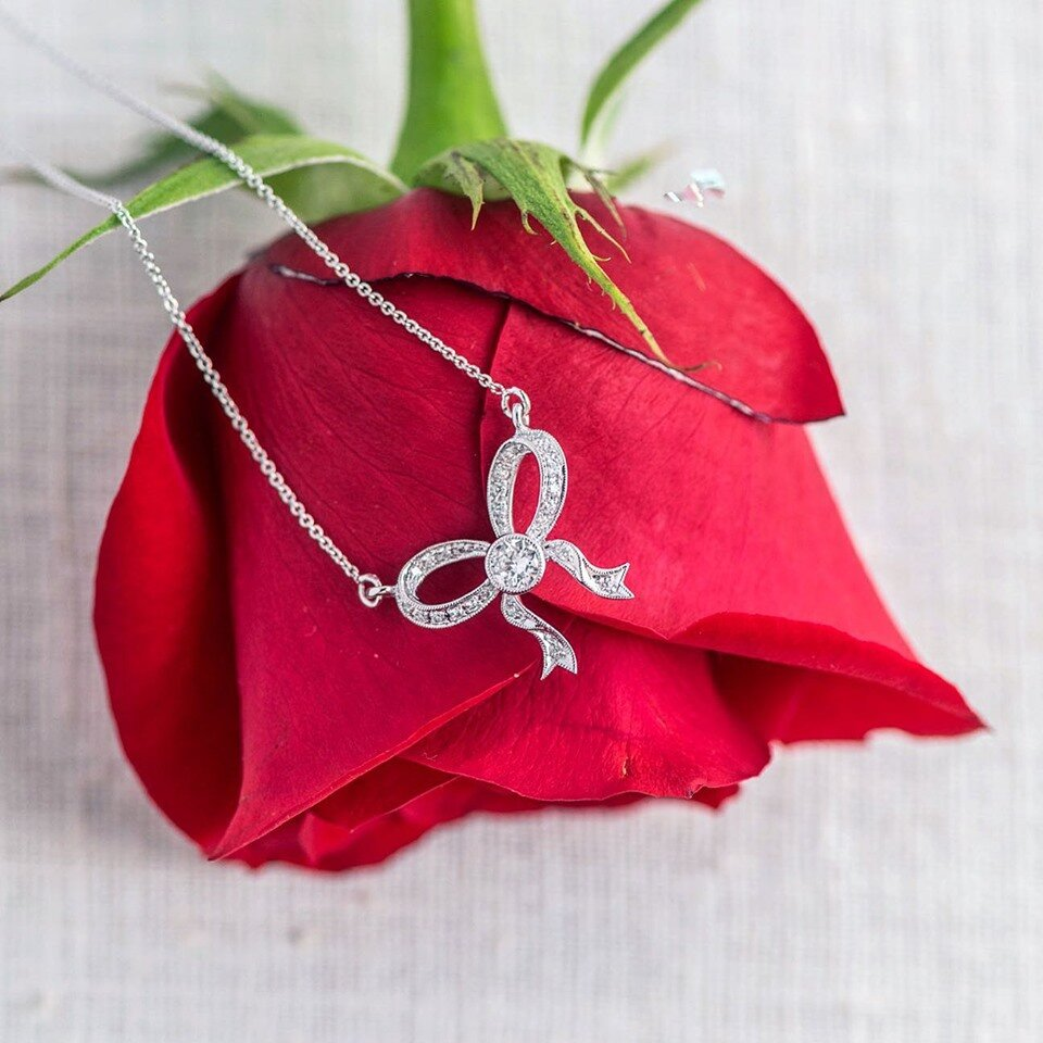 It doesn't get much sweeter than a feminine diamond bow necklace! 🌹 SHOP  HERE !