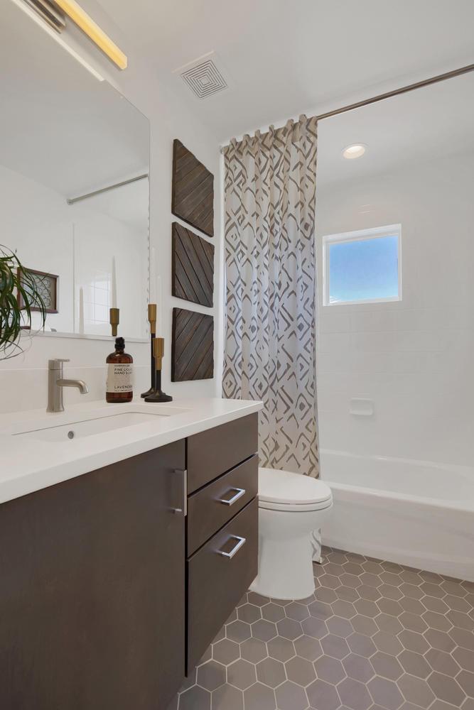 4358 Outlook Ridge Trail-large-052-43-Bathroom-667x1000-72dpi.jpg