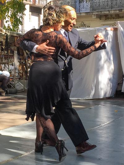 tango_dancers_san_telmo_buenos_aires_argentina_1.jpg