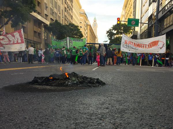 demostration_buenos_aires_argentina.jpg
