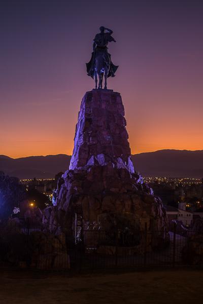monumento_al_gral_martin_miguel_de_guemes_statue_at_night_salta.jpg