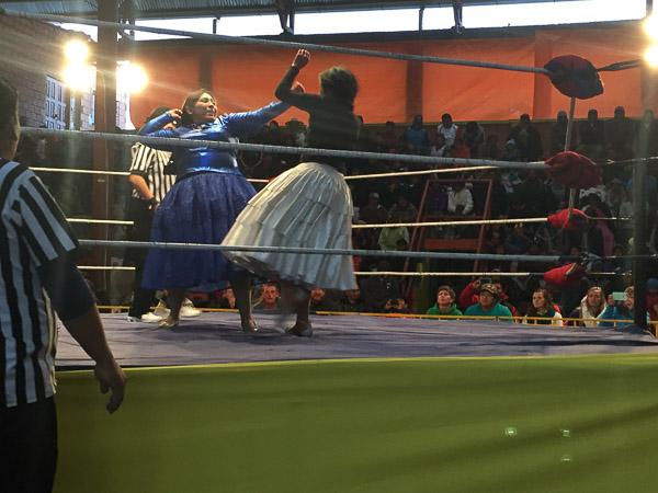 cholita_wrestling_la_paz_2.jpg