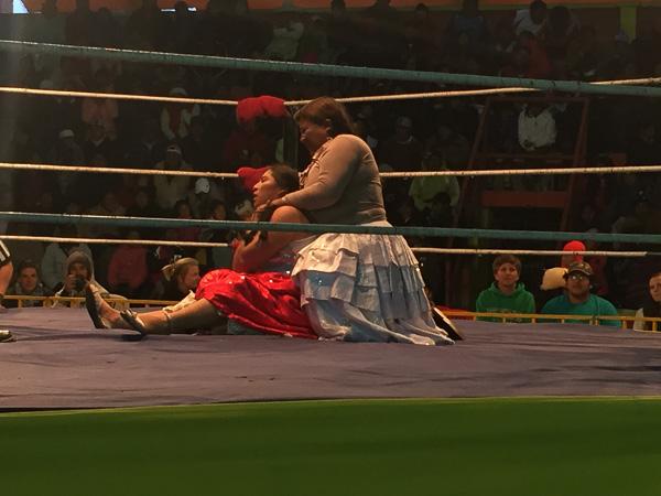 cholita_wrestling_la_paz_3.jpg